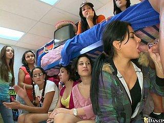 Amateur Mädchen Saugen Schwanz Schule